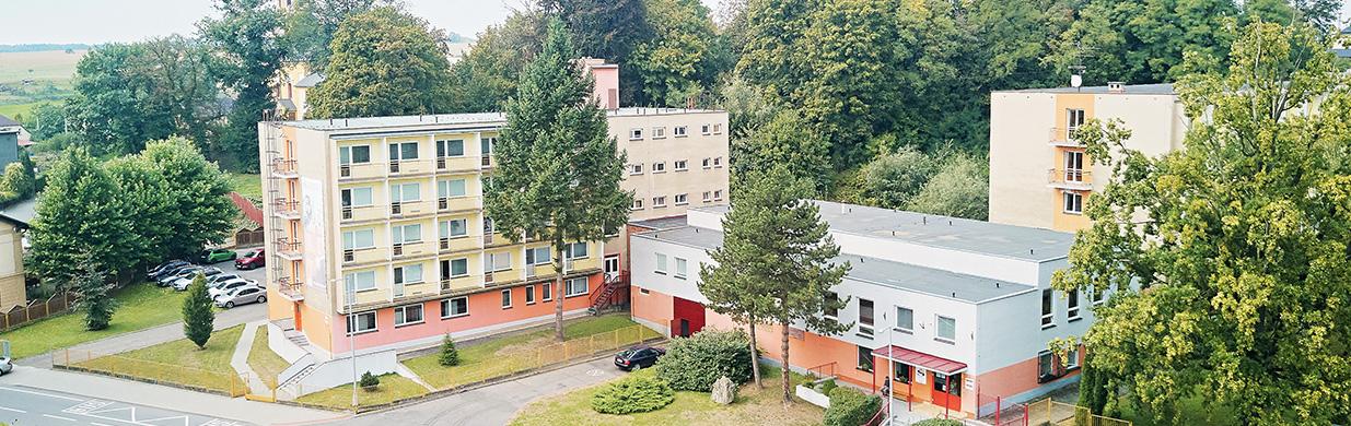 HSŠilheřovice - pohled na školu